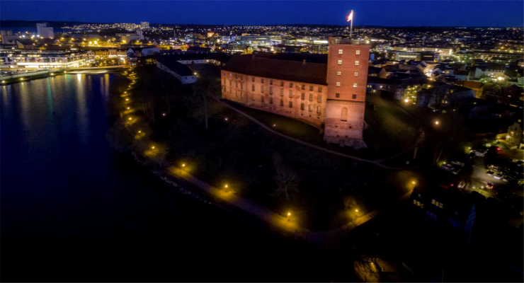 Sgm Light L 700 Year Old Castle